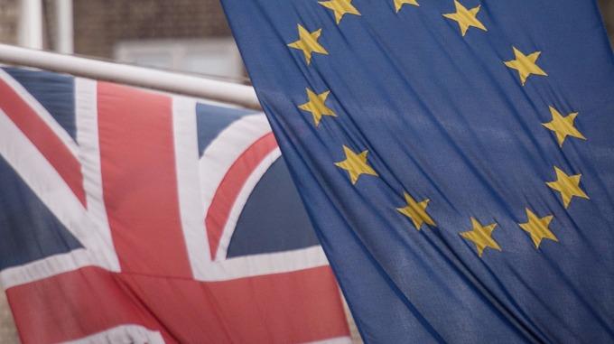 Parlamento aprova projeto de lei do Brexit e rejeita garantia dos direitos dos europeus