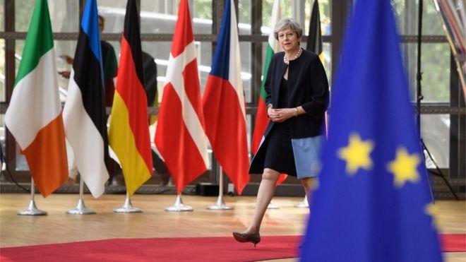 Theresa May faz oferta para Europeus que vivem no Reino Unido; confira